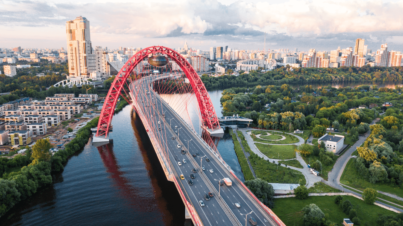 web-png-moscow_russia_alexander-smagin-627461-unsplash